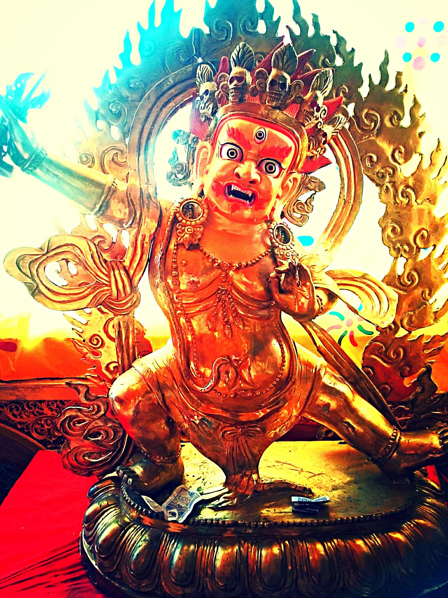 伝説の武器を持つ怒りの仏チャナ・ドルジェ(金剛手菩薩)とは?