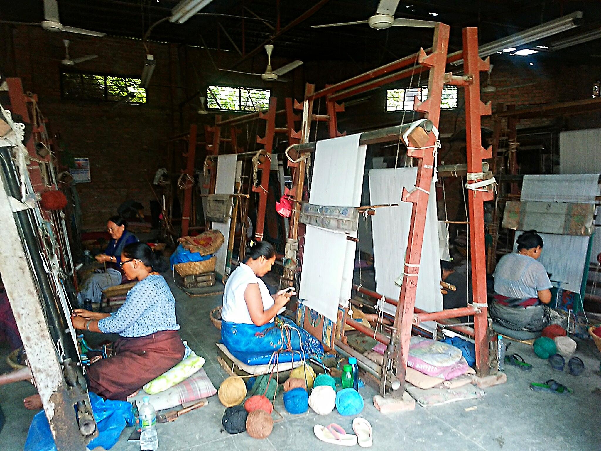ネパールのチベット絨毯製作工房を訪ね、難民の『今』を知る