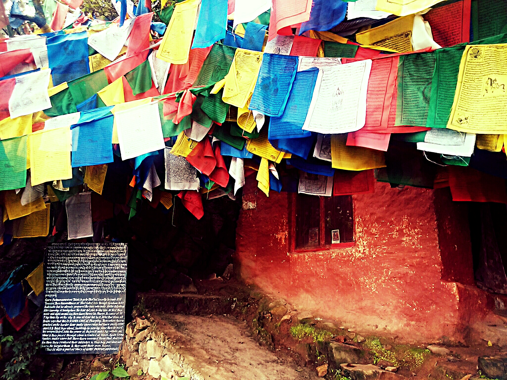 チベットを彩る祈願旗タルチョー『聖地に飾りまくる目的と購入場所とは?』